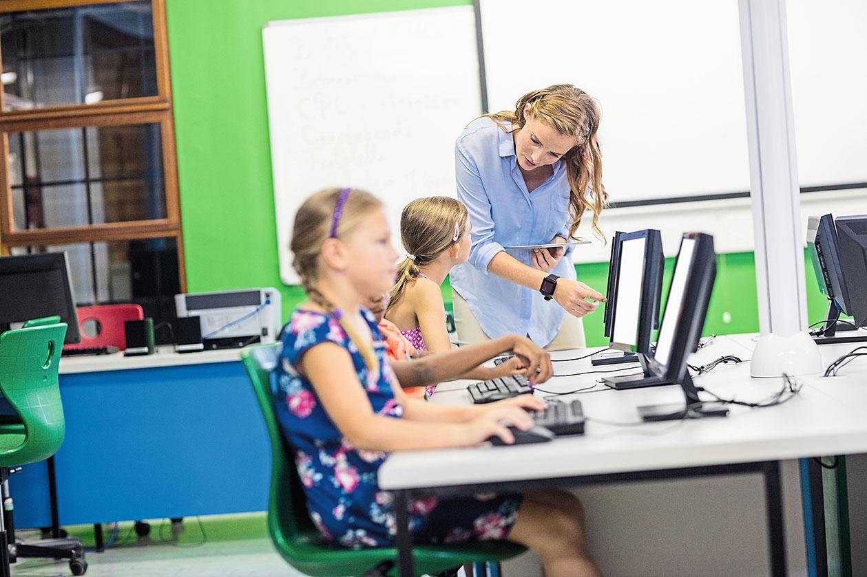 Mit Tristan Horx, Zukunfts- und Trendforscher, haben wir über die Zukunft der Bildung gesprochen. Über die Schule der Gegenwart, die Auswirkungen des digitalen Wandels auf Schule und Unterricht, die Rolle des Lehrers und darüber, welche Kompetenz im 21. Jahrhundert verstärkt gefragt sein wird. Lesen Sie hier das komplette Interview.
